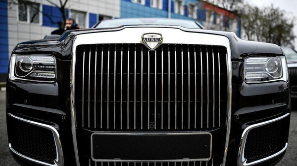 Автомобиль Aurus Senat кабриолет на территории Государственного научного центра РФ ФГУП НАМИ в Москве