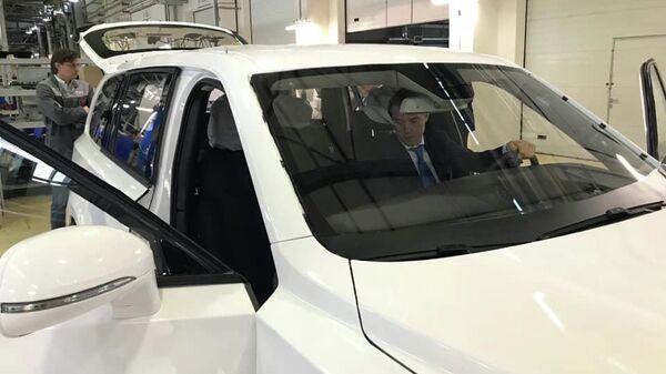 Денис Мантуров за рулем внедорожника Aurus Komendant