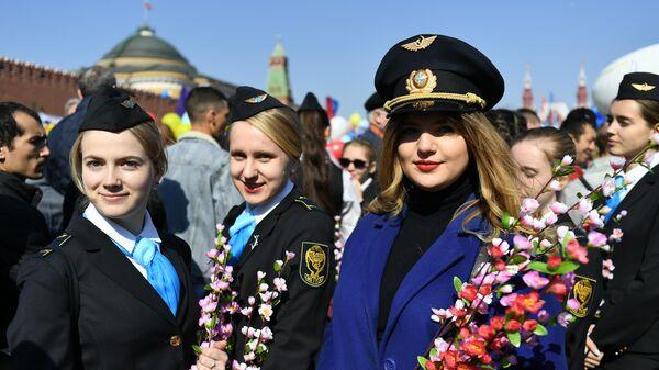 Участницы первомайской демонстрации на Красной площади
