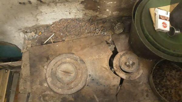 Фотографии из дома, где 53-летний Омич пытался сжечь 2-летнего внука