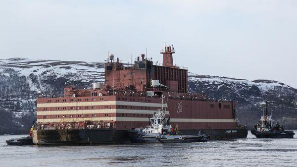 Буксировка плавучего энергоблока (ПЭБ) Академик Ломоносов в порту Мурманска