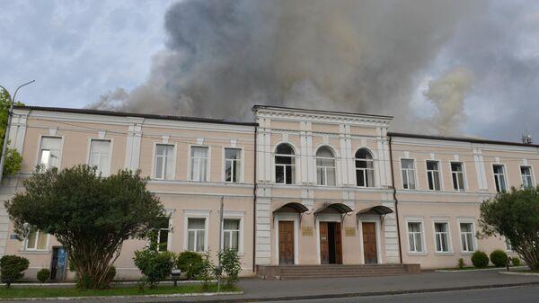 Здание русской средней школы №2 имени А.С. Пушкина в Сухуме, где произошло возгорание. 2 мая 2019