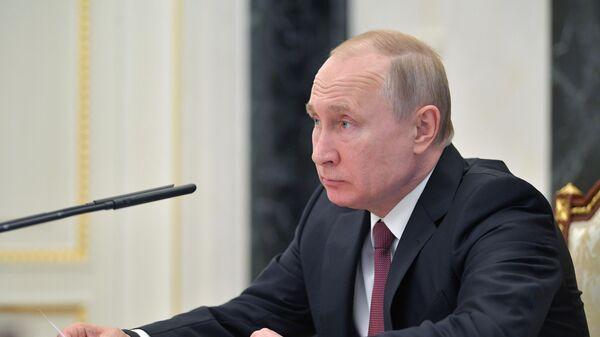 Путин поручил разработку стратегии развития физкультуры и спорта до 2030 г
