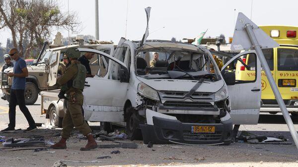 Последствия ракетного обстрела из сектора Газа