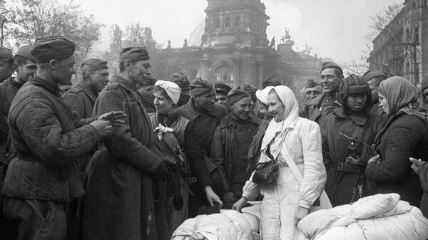 Освобожденные советские девушки, угнанные в Германию из Украины