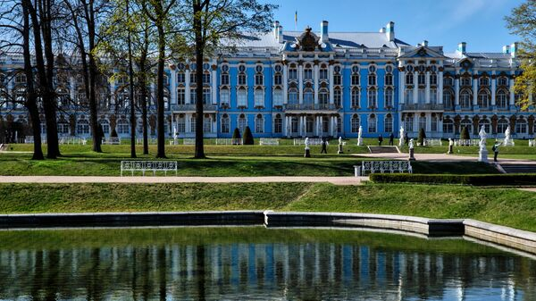 Вид на Екатерининский дворец в Екатерининском парке музея-заповедника Царское село