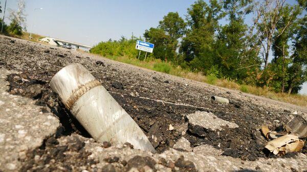 Снаряд на линии соприкосновения в Донбассе