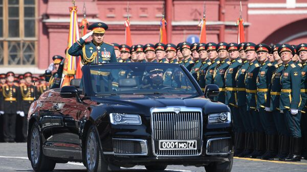 Министр обороны РФ Сергей Шойгу на автомобиле Aurus Senat на генеральной репетиции военного парада на Красной площади, посвящённого 74-й годовщине Победы в Великой Отечественной войне