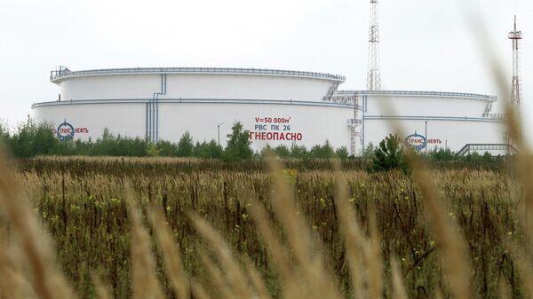 Емкости для хранения нефти нефтепровода Дружба в Белоруссии