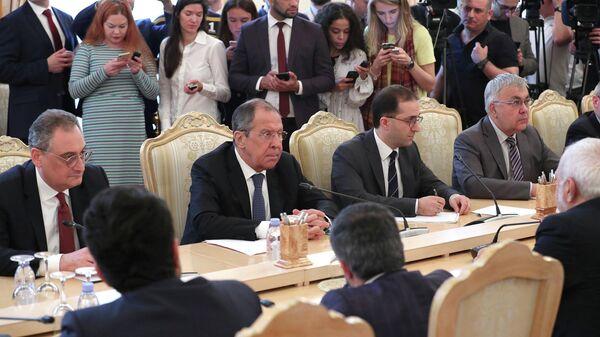 Министр иностранных дел РФ Сергей Лавров во время встречи в Москве с министром иностранных дел Исламской Республики Иран Мухаммадом Джавад Зарифом. 8 мая 2019
