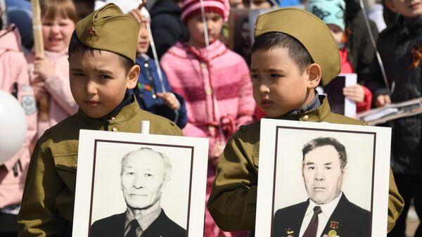 Участники акции Бессмертный полк в Чите