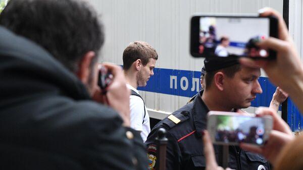 Футболист Александр Кокорин, признанный виновным в хулиганстве и побоях, после оглашения приговора в Пресненском суде. 8 мая 2019