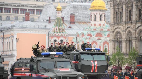 Сотрудники военной полиции на военном параде на Красной площади, посвящённом 74-й годовщине Победы в Великой Отечественной войне