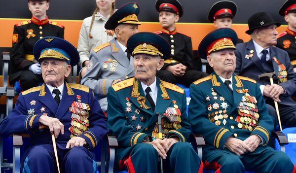 Ветераны на Красной площади перед началом военного парада, посвящtнного 74-й годовщине Победы в Великой Отечественной войне