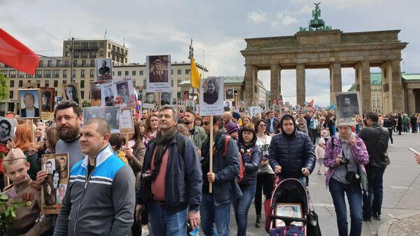 Участники акции памяти Бессмертный полк в Берлине. 9 мая 2019