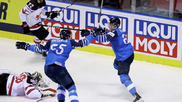 Финны радуются заброшенной шайбе в ворота канадцев