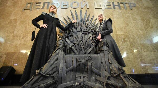 Железный трон из сериала Игра престолов на станции метро Деловой центр