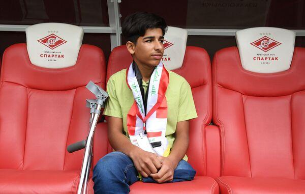 Герой снимка Желание жить, иракский мальчик Касим Алькадим во время посещения стадиона Открытие Арена в Москве. 12 мая 2019