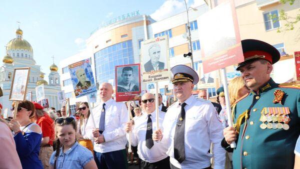 Министр внутренних дел по Мордовии Юрий Арсентьев и прокурор Александр Филимонов на акции Бессмертный полк. 9 мая 2019