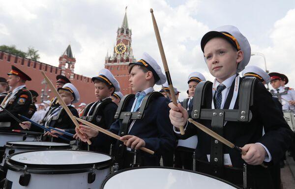 Участники III смотра-конкурса детских духовых оркестров ЦФО в парке Зарядье в Москве