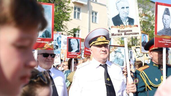 Министр внутренних дел по Республике Мордовия Юрий Арсентьев принимает участие в акции Бессмерный полк. 9 мая 2019
