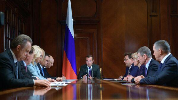 Председатель правительства РФ РФ Дмитрий Медведев проводит совещание с вице-премьерами РФ.  13 мая 2019