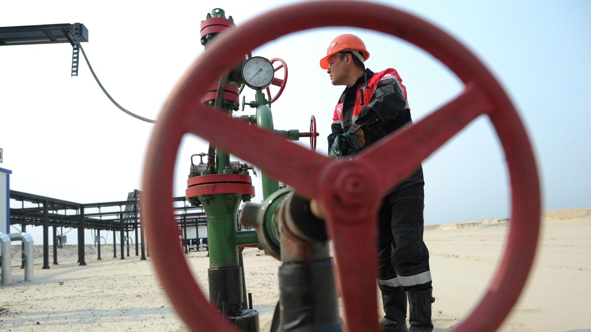 Алекперов объяснил, почему нефть не должна стоить выше ста долларов
