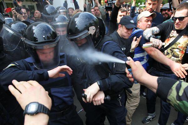 Столкновение сотрудников полиции с участниками акции за отставку главы МВД Украины Арсена Авакова и главы Генеральной прокуратуры Украины Юрия Луценко в Киеве