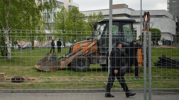 Огороженная территория сквера у Театра драмы в Екатеринбурге