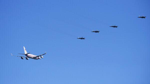 Су-57 сопровождают самолет В. Путина