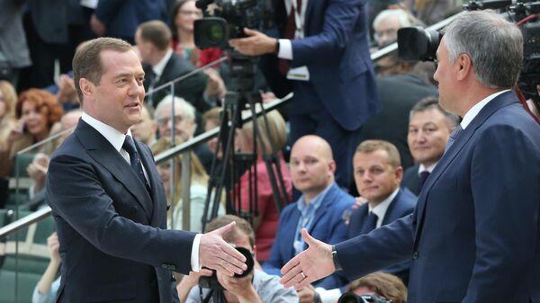Председатель правительства РФ Дмитрий Медведев и председатель Государственной Думы РФ Вячеслав Володин на церемонии вручения премии IX Петербургского международного юридического форума в области частного права. 15 мая 2019
