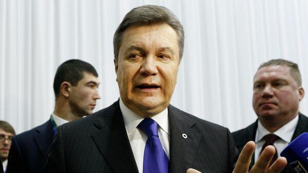 Виктор Янукович общается с представителями СМИ после саммита Восточного партнерства в Вильнюсе. 29 ноября 2013