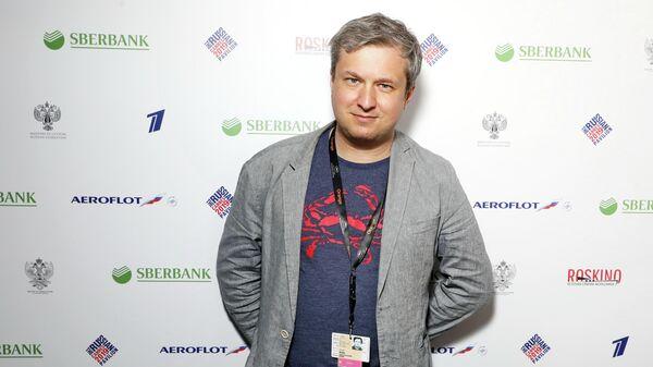 На открытии российского павильона на 72-ом Каннском кинофестивале. Кинокритик Антон Долин