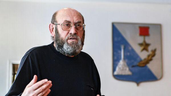 Председатель городской комиссии по подготовке референдума в Севастополе Валерий Медведев в избиркоме