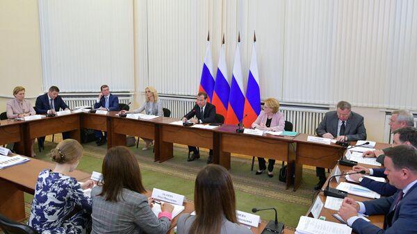 Рабочая поездка премьер-министра РФ Дмитрия Медведева в Ростовскую область