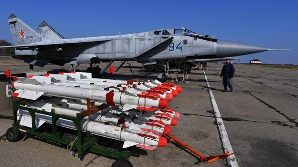 Управляемые ракеты класса воздух-воздух малого радиуса действия Р-73 у многоцелевого истребителя МиГ-31 ВКС РФ