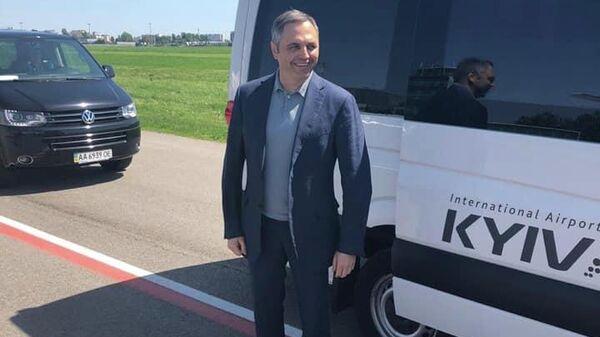 Бывший замглавы администрации экс-президента Украины Виктора Януковича Андрей Портнов в Киевском аэропорту Борисполь