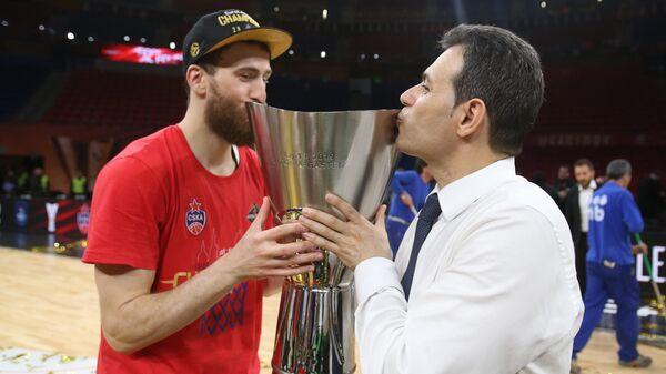 Серхио Родригес и Димитрис Итудис (справа)