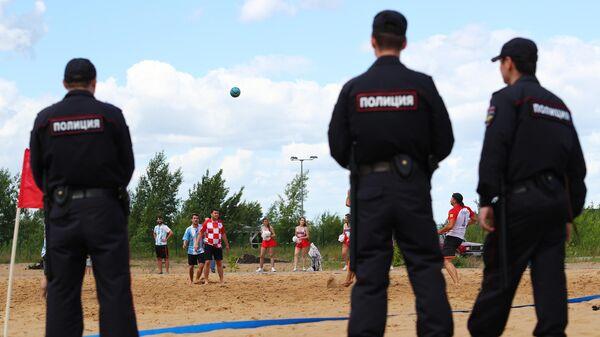 Товарищеский матч по пляжному футболу между болельщиками Аргентины и Хорватии