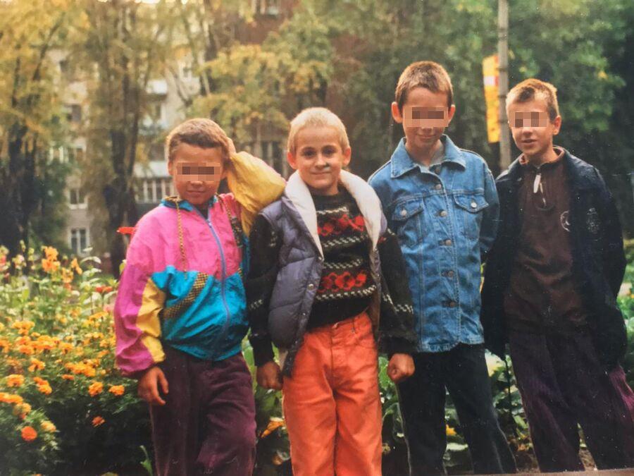 Иван Мишуков (второй слева) с братьями
