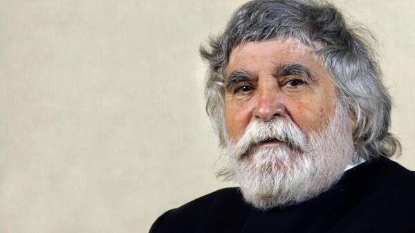 Во Франции умер парикмахер, который изобрел укладку