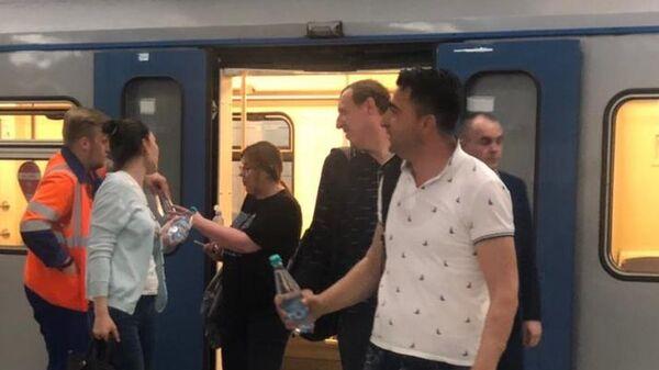 Пассажиры, эвакуированные из тоннеля Солнцевской линии. 21 мая 2019