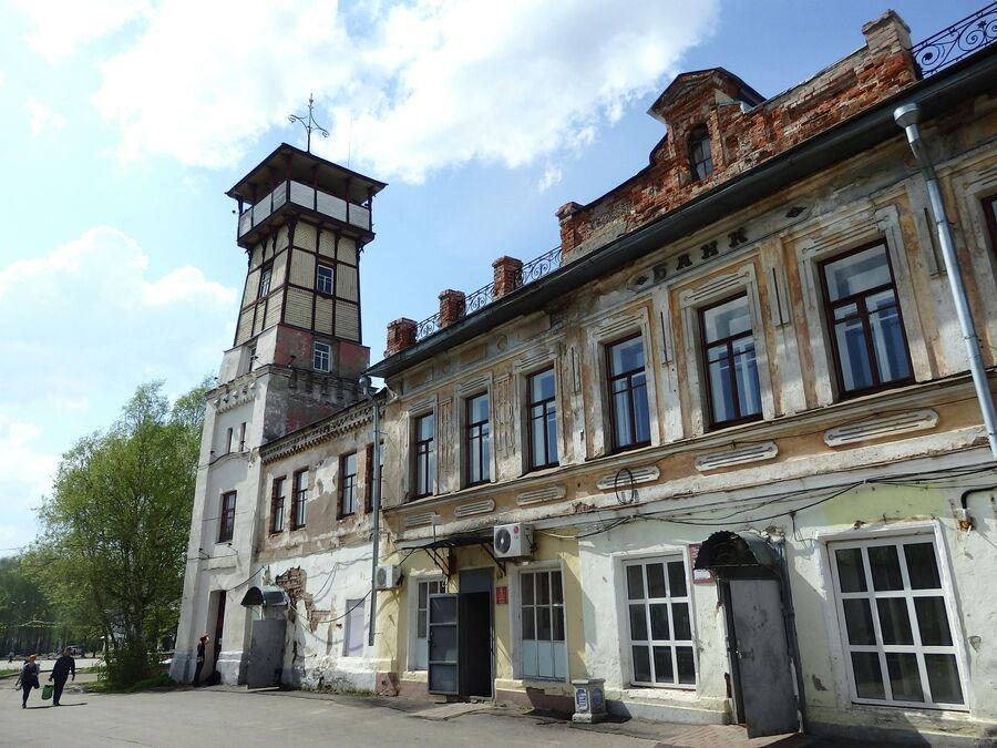 Здание банка и Каланча