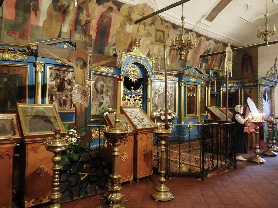 Воскресенский собор и источник