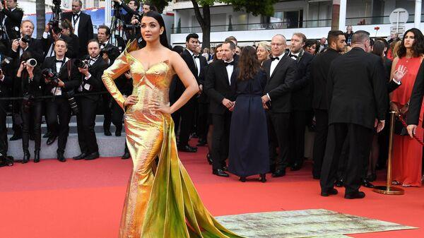 Индийская модель и актриса Айшвария Рай Баччан на красной дорожке премьеры фильма Тайная жизнь (A Hidden Life) в рамках 72-го Каннского международного кинофестиваля