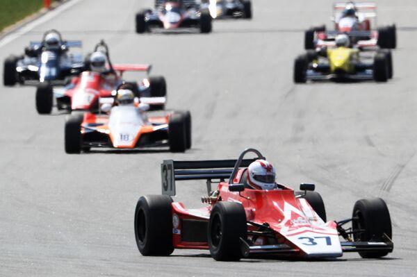 Участники гонки №1 Формула в рамках VII автомобильного фестиваля Moscow Classic на автодроме Moscow Raceway в Московской области