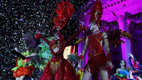 Участницы карнавала в Сочи в честь официального открытия курортного сезона