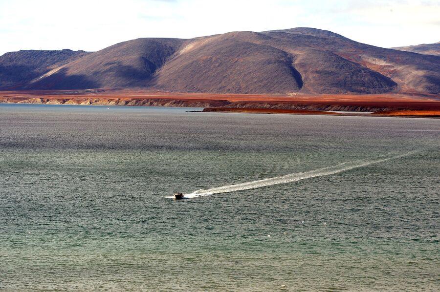 Лодка у побережья Берингова моря
