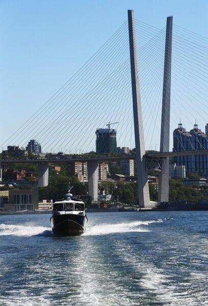 Золотой мост через бухту Золотой рог во Владивостоке