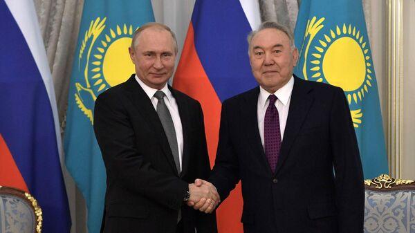 Президент РФ Владимир Путин и глава Совета безопасности Казахстана и председатель правящей партии Нур Отан Нурсултан Назарбаев
